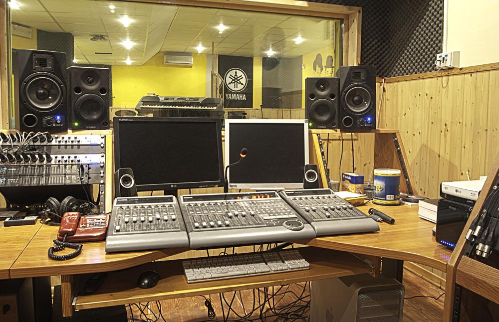 Scuola di musica blue notestudio di registrazione scuola - Mobili studio registrazione ...